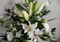 アレンジメント白花の.jpg
