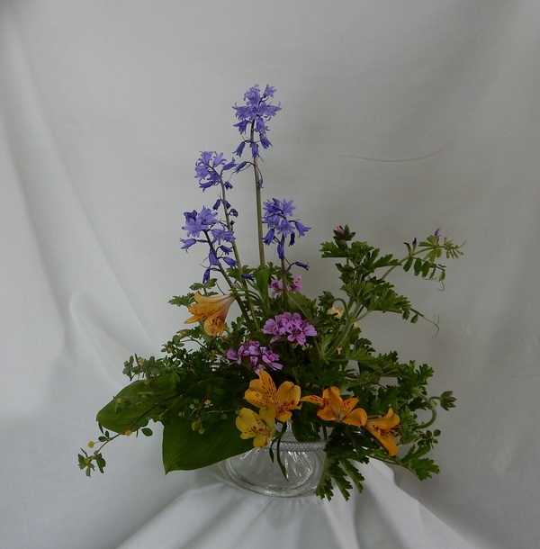 庭の花で生けるのサムネイル